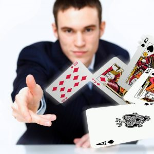 「カードを配る」~名刺を配るときの英語表現~